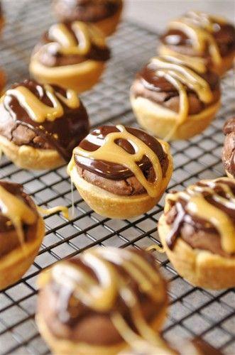 Caramel Brownie Bites!: Desserts Recipe, Pies Crusts, Bites Size, Brownies Bites, Holidays Recipe, Pillsbury Baking, Brownie Bites, Chocolates Brownies, Caramel Brownies