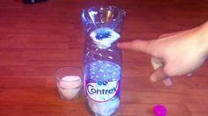 Déshumidificateur maison : compresse au bout de l'entonnoir + coton au fond de la bouteille + qqs gouttes HE sur coton + gros sel dans l'entonnoir