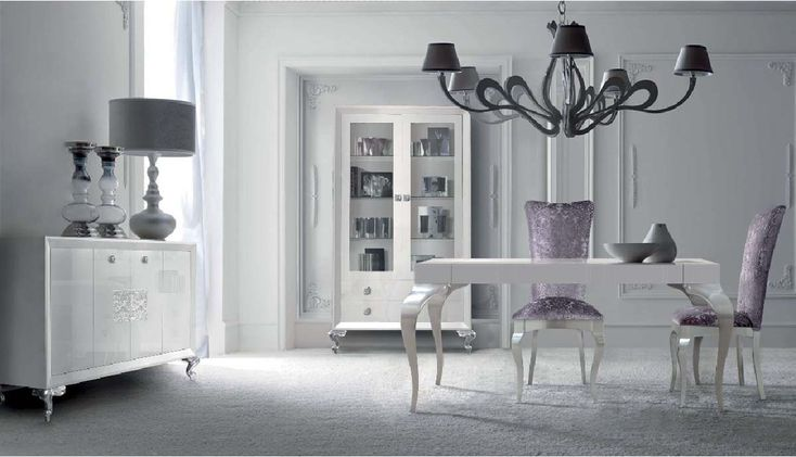 Comedor con muebles lacados en blanco alto brillo y plata