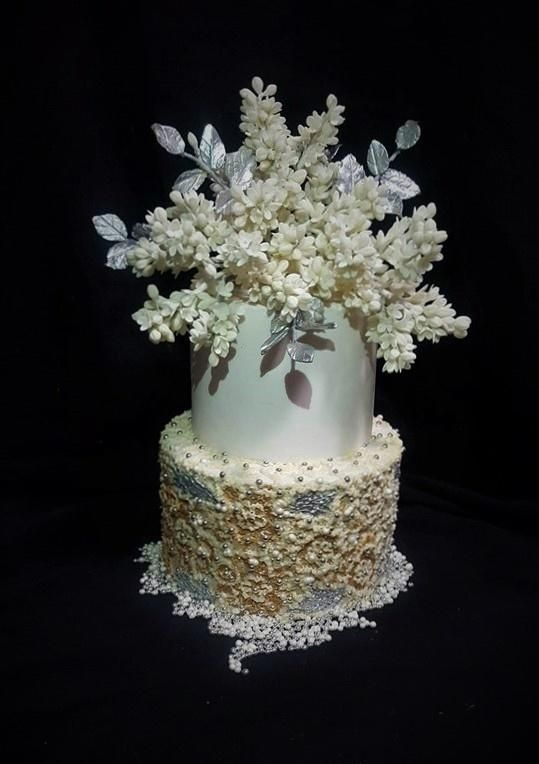 Wedding cake by WorldOfIrena - http://cakesdecor.com/cakes/288869-wedding-cake