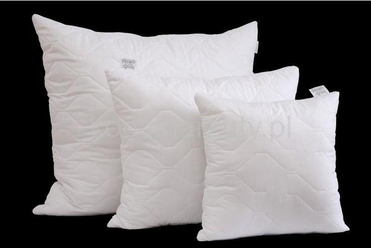 Białe pikowane oraz trójwartswowe poduszki w rozmiarze 40 x 40 cm