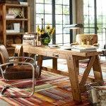 Rustikaler Schreibtisch aus Holz verschönert jedes Home-Office