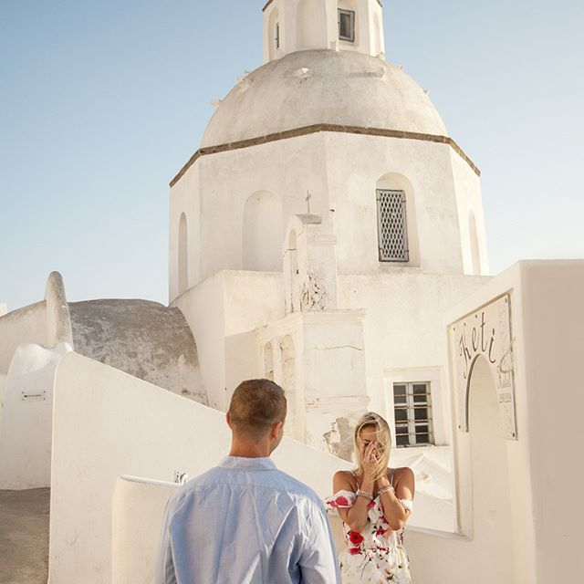 Damian's suprise proposal to Jackie in Santorini - and she said yes! #howheasked #shesaidyes #engagementring #gettingmarried #lovestory #sayyes #engagements #proposal #engagementphotography #santoriniphotographer #couplephotography #santoriniengagement #lovelycouple #engagementphotoshoot #santoriniwedding #honeymoonphotography #greekisland #couplephoto #couples #inlove #santoriniphotography #santorinigreece
