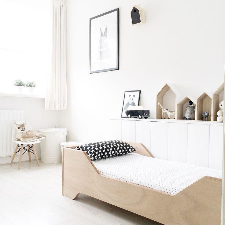 black and white - wood - kids room / chambre - enfant - noir et blanc - bois