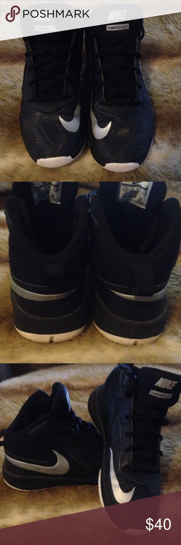 NIKE TEAM HUSTLE D7 BOYS BASKETBALL SHOE 4.5 Y NIKE BOYS BASKETBALL SHIOES SIZE 4.5  YOUTH IN GREAT CONDITION! Nike Shoes Sneakers