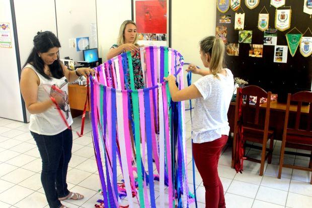 decoraç u00e3o de sal u00e3o para baile de carnaval Pesquisa Google FANTASIAS CARNAVAL E OUTRAS  -> Decoração De Loja Carnaval