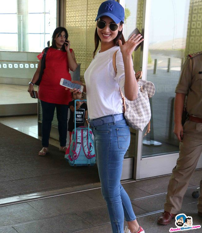 Sonal Chauhan Picture Gallery image # 353774 at Stars Spotted 2017 containing well categorized pictures,photos,pics and images.