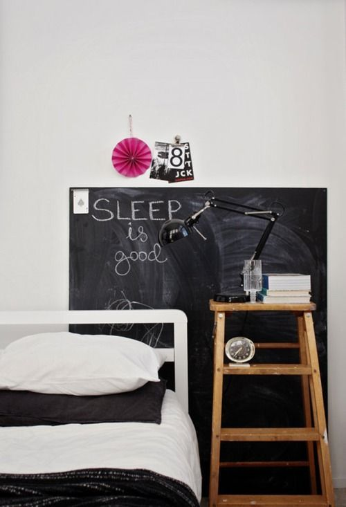 Bedside table: Dreams Bedrooms, Chalkboards Decor, Teenagers Bedrooms, Interiors, Chalk Boards, White Bedrooms, Bedside Tables, Blackboard Painting, Bedrooms Decor