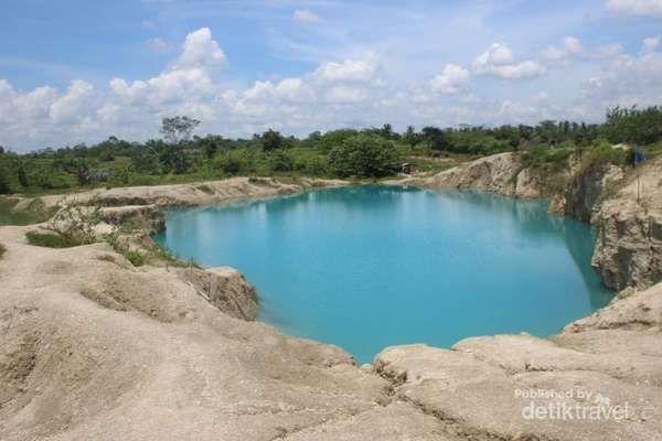 Kamu Harus Tahu, Tangerang Punya Danau Biru! - http://darwinchai.com/traveling/kamu-harus-tahu-tangerang-punya-danau-biru/