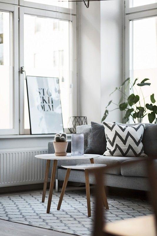 В светлых скандинавских интерьерах отдыхают и душа, и взгляд. А еще они невероятно стильные, несмотря на свой минимализм. И хотя некоторыеутверждают, что Скандинавия — это скучно и банально, все еще очень большое количество людей продолжают выбирать этот стиль для своих домов и квартир. Не из-за моды, а благодаря простым линиям и формам, универсальной цветовой гамме …