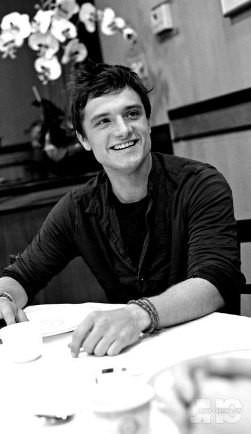 He's sooo adorable! <3 Josh Hutcherson!