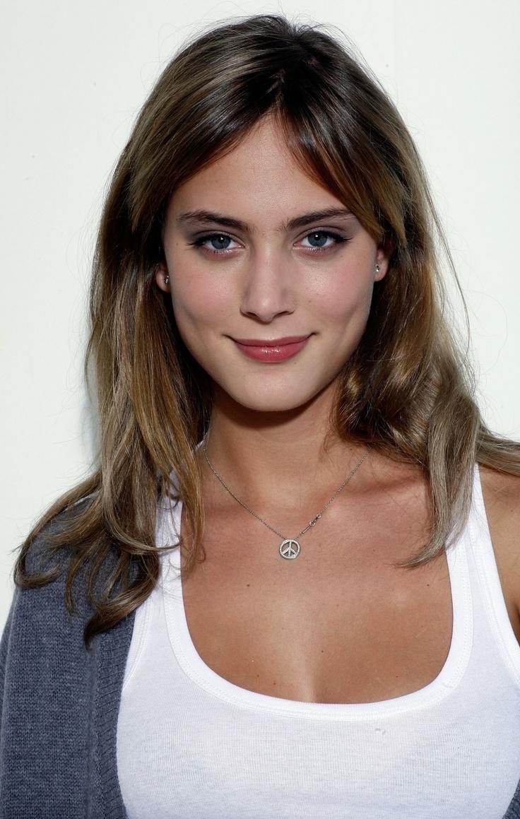 Nora Arnezeder