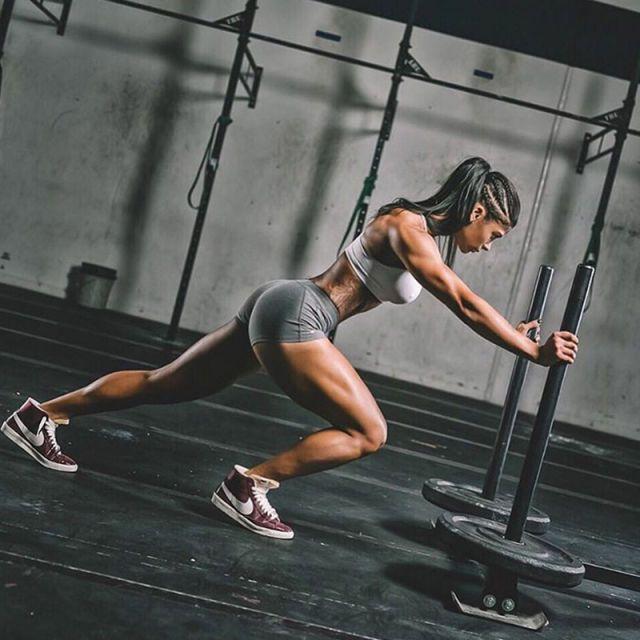 25 Inspiring Fitness Girls To Follow On Instagram  - HarpersBAZAAR.com