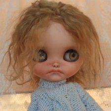 Натуральные волосы, тело Азон. Волосы прошиты очень качественно. Глазки у куколки все светлые, кроме одних — синих. Полный кастом. Были