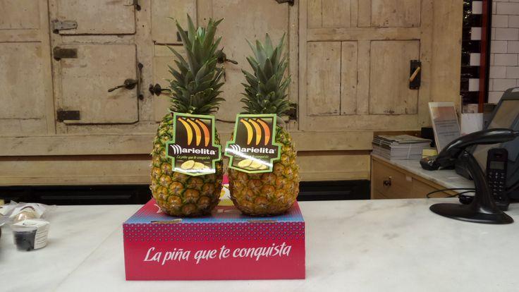 La piña que enamora, una piña de Costa Rica que llega a España en transporte aéreo. Eso quiere decir que cuando te la comas, hará solo dos o tres días que se cortó. ¡Más calidad y mejor sabor, imposible!