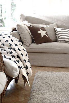Stoere woonkamer! Een landelijke bank met bijpassende accessoires #sterren #stars