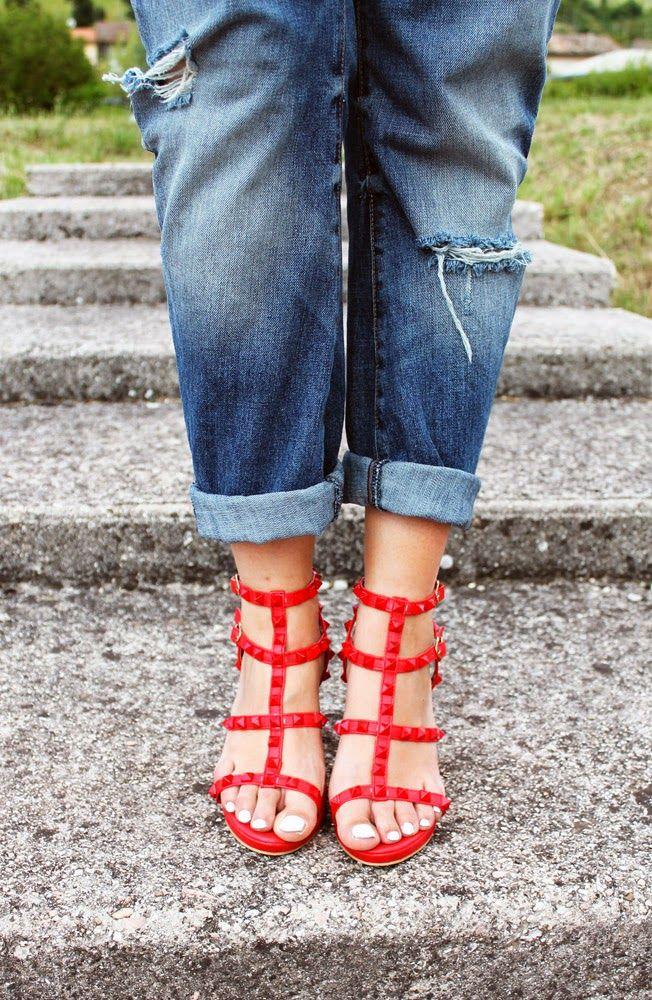 Amemipiacecosi Fashion Blog: Outfit: Giacca Cavalli, boyfriend jeans e sandali rossi con borchie  All the pics here: http://amemipiacecosi.blogspot.it/2014/07/outfit-giacca-cavalli-boyfriend-jeans-e.html