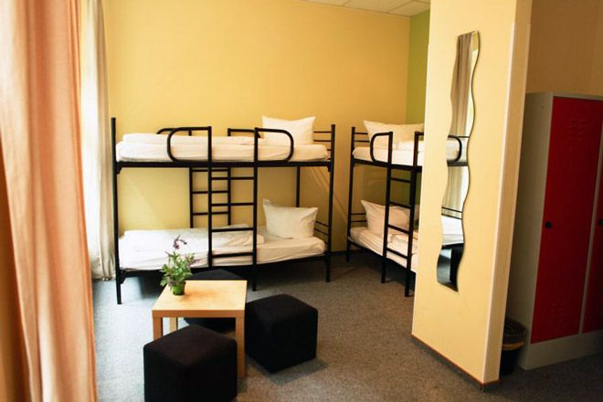 Singer109 - hostel in the centre of Berlin. Due the hostels ideal location in the centre of Berlin most of the points of interest like Brandenburger Tor, Fernsehturm, Museumsinsel and Berliner Dom are within walking distance.