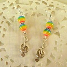 Bijoux fantaisie : boucles d'oreille clé de sol et perles arc en ciel@laboutiquedenath