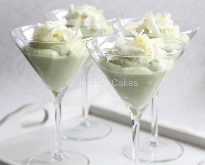 Zoete mousse van avocado met witte chocolade - http://www.volrecepten.nl/r/zoete-mousse-van-avocado-met-witte-chocolade-1718353.html