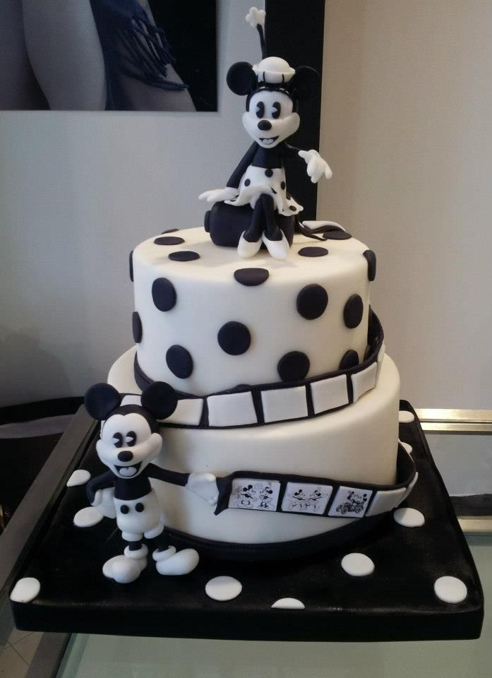 Black and white Minnie an Micky cake