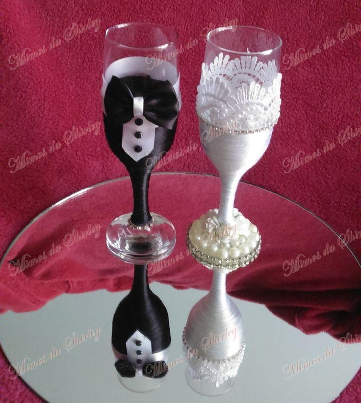 Taças personalizadas para o brinde dos noivos!  Faça fotos inesquecíveis!  Taça de vidro com detalhes em fitas acetinadas, renda, pérolas e strass.