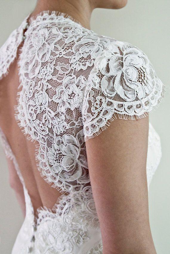 Boda vestido de encaje festoneado ojo de la por PolinaIvanova