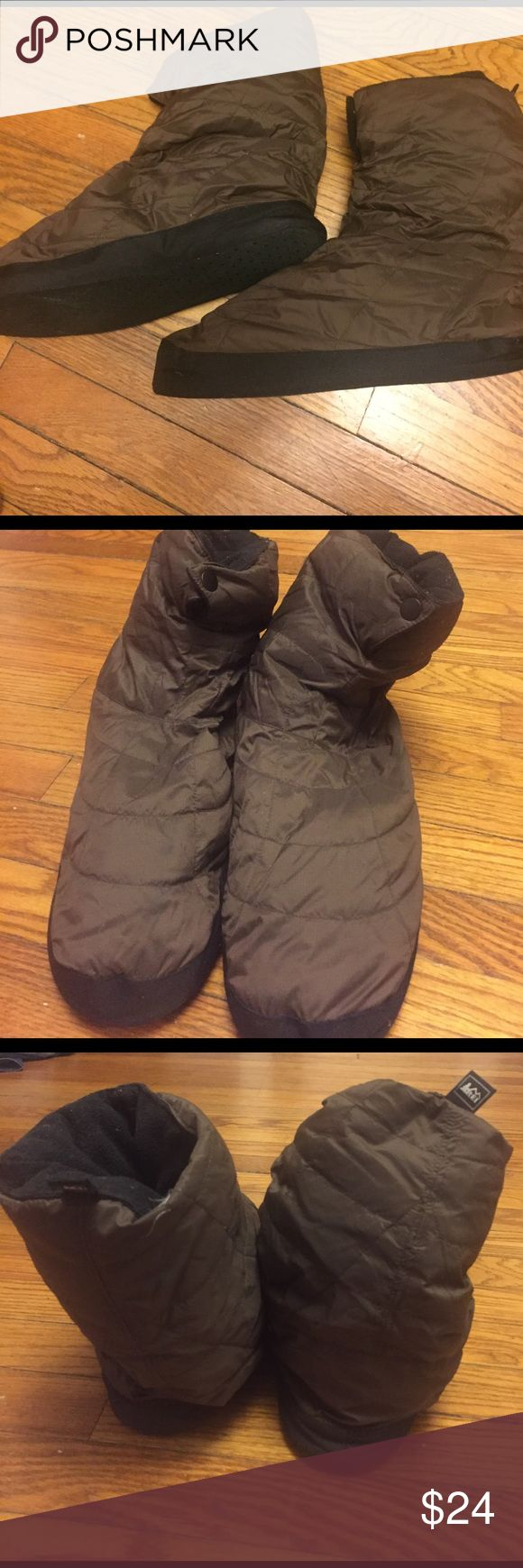 Down slippers. REI REI. Down slippers. Says men's Xl, but I think more like a men's 10. Good condition rei Shoes