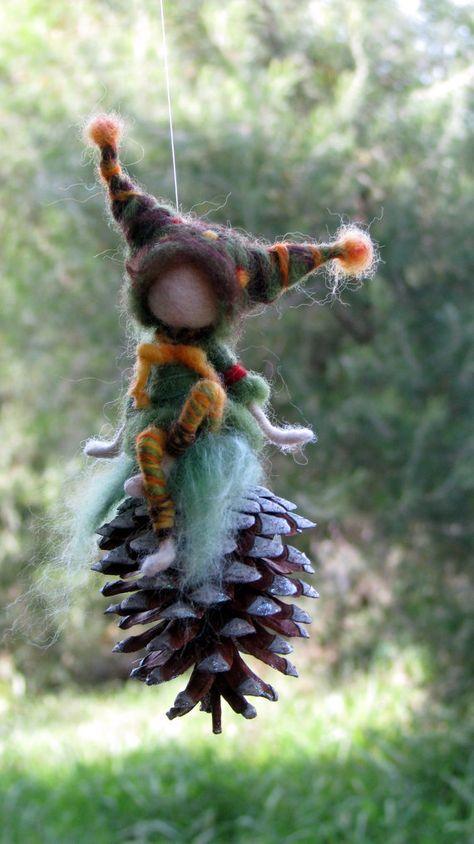 Aguja de fieltro móvil gnome de muñeca Waldorf arte inspirado en conee