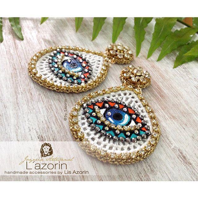 ✨ Los ojos del mundo en Venezuela 🇻🇪 Combinación de texturas, técnicas  y #color ...👁👁 Aretes Pop Art ✨  @by_lazorin #bylazorin  #by_lazorin 🇻🇪 .  .   Instagram: @By_Lazorin  Twitter: @By_Lazorin   Modelo : Aretes Pop Art 🔻  🔻  http://lazorin.wix.com/bylazorin  #InstaFashion #jewelry #ojoporojo #pop #bohoFashion#photoshoot#Brinco#diseñovenezolano #earring #bohostyle #zingara #wayuustyle #accesorios #musuquerida#pompoms #evileyes #Earrings #jewelrydesign  #diseñadorasporvenezuela…