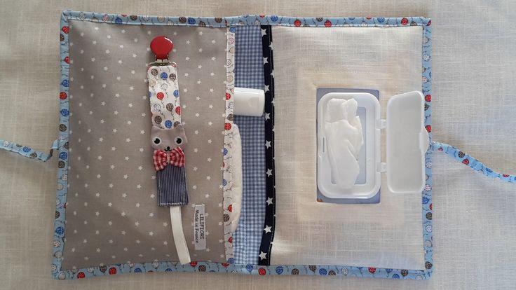 Ensemble cadeau de naissance original  pochette à couches et lingettes  et attache sucette assortie