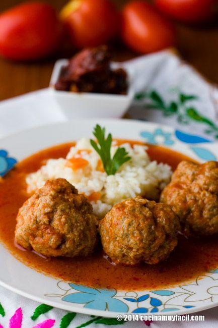 Albóndigas en salsa de chile chipotle. Receta | Cocina Muy Fácil | http://cocinamuyfacil.com
