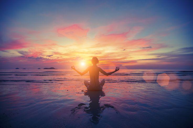 Encontre o equilíbrio entre as dimensões internas e externas do seu corpo com o mantra dourado: Om Ah Hum Vajra Guru Padme Siddhi Hum. Seja luz!