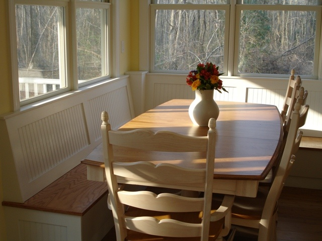 Want to have a bench like this in the kitchen 'nook'.  Cubbies underneath would be nice for storage baskets.