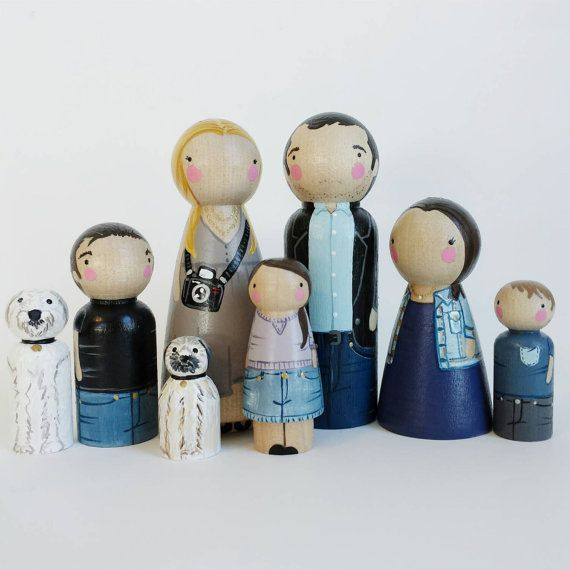 Modern Homes Peg: CUSTOM Big Peg Family Of 8 // Personalized Peg Dolls