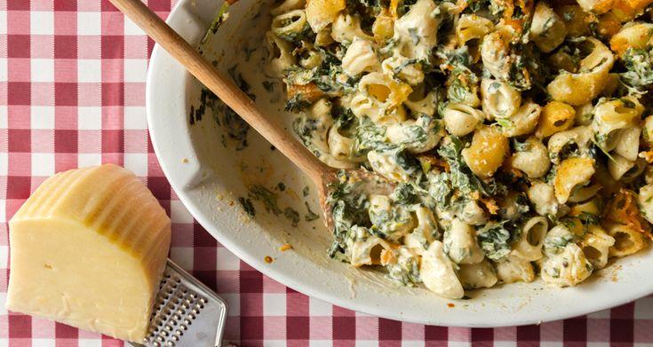 Ζυμαρικά στον φουρνο με σπανάκι και φέτα