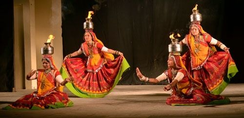 The Rajasthani Dancers are fascinating and are a best fit for a Mehendi Ceremony or a Rajasthani Theme Party. #themeparty #mehendi #hennaartist #wedding