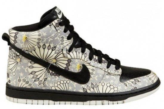 Женская спортивная обувь фирмы nike
