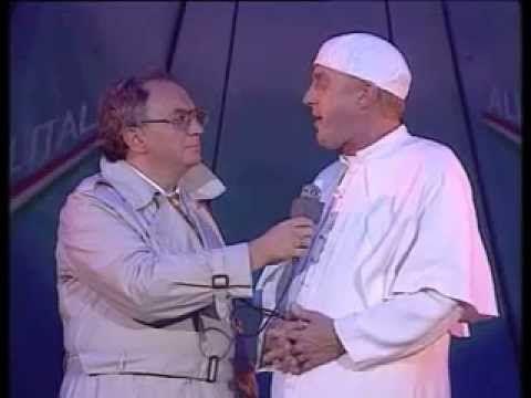 André van Duin - De Paus - YouTube