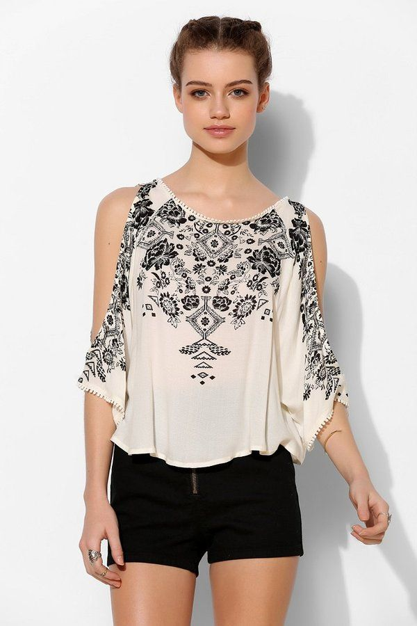 Ecote Mila Cold Shoulder Top is on sale now for - 25 % ! #bohemian #boho #fashion
