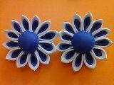 Margarita en tono azul y blanco hechas a mano con goma eva para adorno de pelo