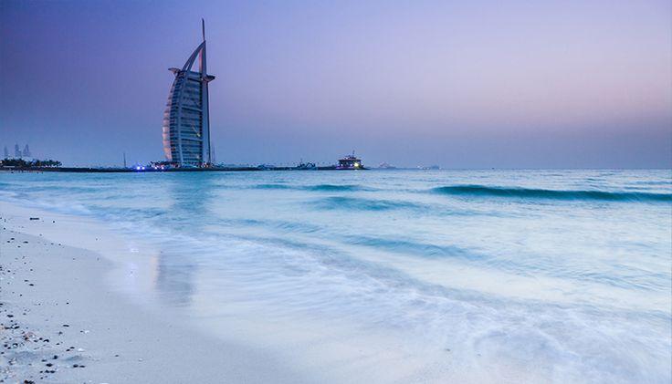 Les Émirats arabes unis, une découverte essentielle ! Deux villes presque proches (1 heure et demie de voiture entres elles) : DUBAI et ABU DHABI    http://voyages.myholidea.com/mag/reportage/91/emirats-arabes-unis-decouverte-essentielle