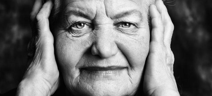 Cele mai bune 34 lectii de viata de la un barbat si o femeie care au trait 100 de ani fericiti Detalii aici > http://www.garbo.ro/articol/Lifestyle/18897/34-lectii-de-viata-de-la-o-femeie-si-un-barbat-de-100-de-ani.html#ixzz3fli3IM4y Follow us: @GarboRo on Twitter | Garbo.ro on Facebook