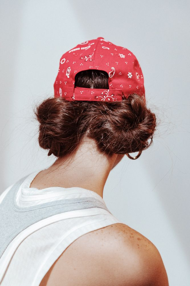 The Baseball Hat Is The Hair Accessory You Ve Been Waiting For Hat Hairstyles Baseball Hat Hairstyles Gym Hairstyles