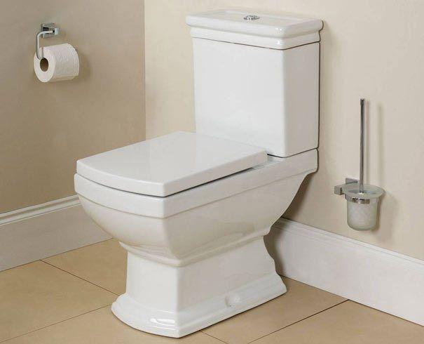 Ότι πιο αντιαισθητικό και ανθυγιεινό για ένα μπάνιο: το πουρί στη λεκάνη!