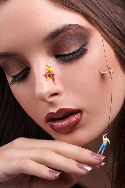 Juan Sanchez Castillo: Makyaj Sanatı - İspanyol fotoğrafçı Juan Sánchez Castillo, kadınların yüzlerinde oynayan ve çalışan minyatür insanlar ile keyifli bir koleksiyon yaratmış. Yaratıcı, eğlenceli ve gerçeküstü görüntüler ile ortaya bu kareler çıkmış.