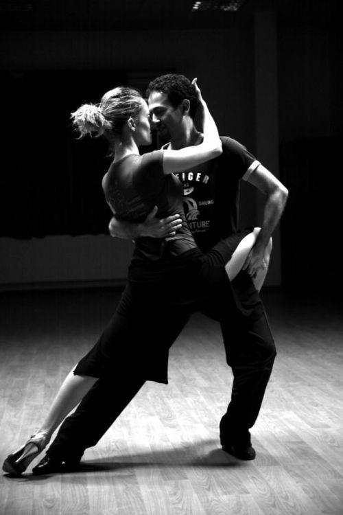 apprendre à danser les danses de salon! Retrouvez nous sur, A Vos Lunettes Le Blog avoslunettes.blogspot.com