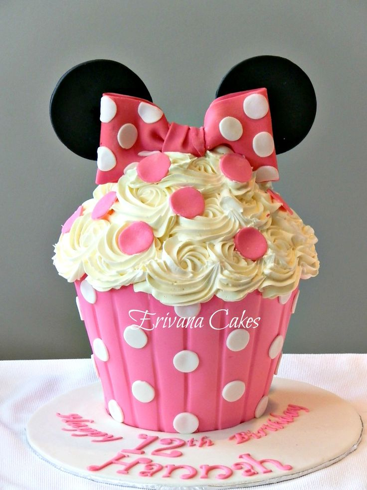 Minnie Mouse Themed Birthday Party: Pink, Black, and White Giant Minnie Mouse Cupcake Cake