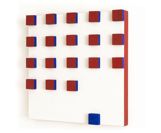 Projeto Lygia Pape | Obras | Anos 50 Grupo Frente | Relevo em vermelho e azul 1955 - 1956 Têmpera sobre madeira 40cm x 40cm x 3.5cm