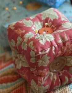 Stuffed cube pincushion, free pattern!